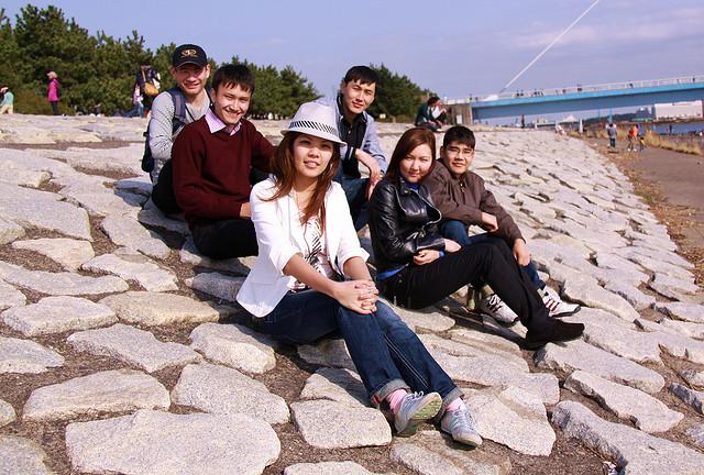 La mayoría de la población kazaja son musulmanes, como los jóvenes de esta foto